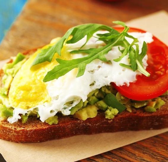 20 Sandwich-uri simple și delicioase pentru micul dejun